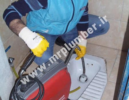 لوله بازکنی سهروردی با فنر برای گرفتگی توالت و باز کردن سرویس بهداشتی که با مدفوع گرفته شده است.